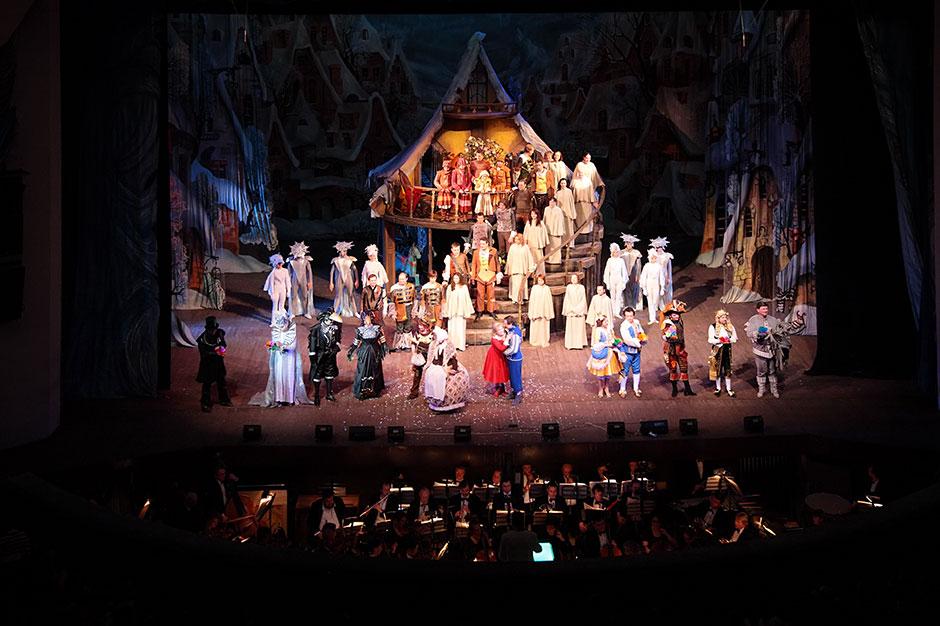 Przedstawienie W Teatrze